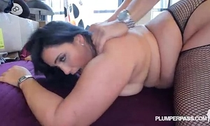 Sexy overweight lalin girl bangs the hunky plumber