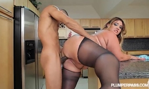 Big wazoo latin babe bbw wears stocking and copulates in kitchen