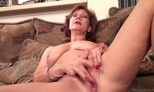 Mature mommy brook playing with her hairless muff