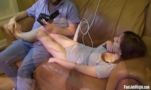 Cute cheating wife receives her toes engulf and feet played with