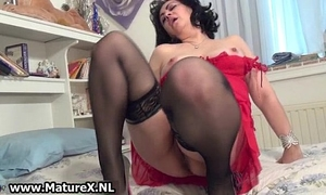 Horny older mamma stretching her pink