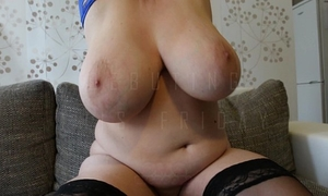 Soccer mama shows her massive melons