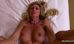 Milf fucked right into an asshole and drinks a glass of cum