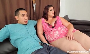 Big gazoo bbw erin green receives bent over and drilled by latino