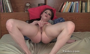 Sexy dark brown belle fingering her vagina