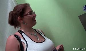 Casting non-professional d une grosse coquine francaise aux gros seins