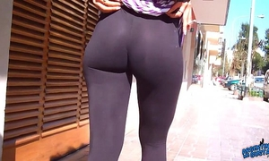 Wow! fantastic round butt on the streets! flashin large teats