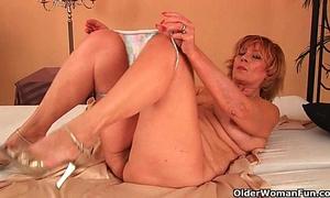 Plump grandma copulates his pecker with her unshaven cum-hole