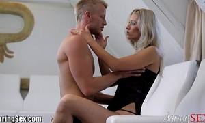 Daringsex sexy milf squirts over and over!