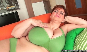 Bbw granny gives her large marangos and corpulent love tunnel a workout