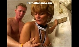 Old white lady enjoys getting screwed from behind vecchia signora gode scopata dietro