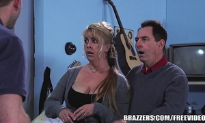Brazzers - chloe addison gives everybody a free show