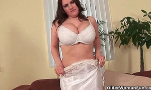 Soccer mama with natural large scones bonks herself with a sex toy