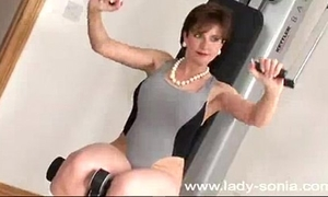 Mature fuck anal in the gym