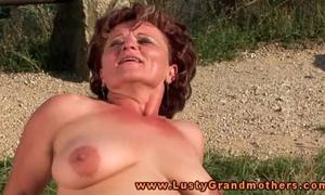 Granny babe likes outdoor fucking